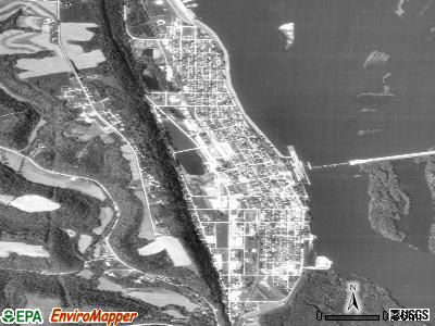 Guttenberg satellite photo by USGS