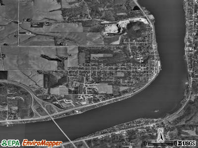 Le Claire satellite photo by USGS