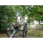 Russellville: Cannon in Town Square