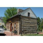 Leesburg: Downtown Leesburg. Old log cabin built 1763