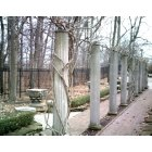Muncie: Pillars in Minnetrista Gardens